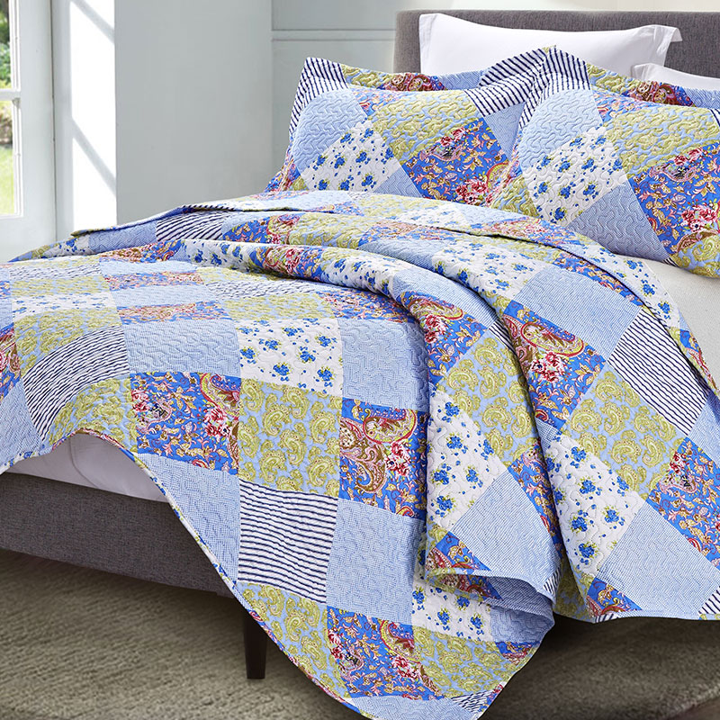blue patchwork print quilt set